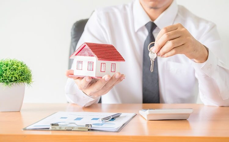 Asegurar una vivienda.